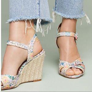 🆕NIB rare Raphaealla Booz Floral Wedge Heels